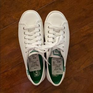 Classic perforated keds size 5